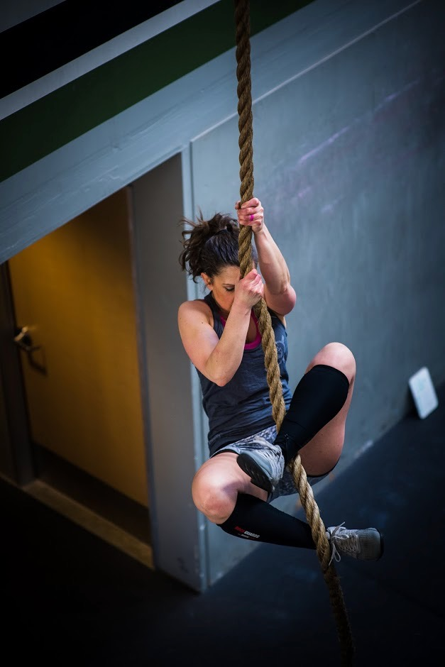 15 Minutes Choose Rope Climb Or Handstand Walk Practice